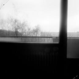 Bijlmer Jaren 1989-1997, Koningshoef 6, collaboration with Thérèse Zoekende, h 120 cm x w 120 cm-pinhole foto op lightbox door internationaal hedendaags beeldend kunstenaar Patrick Koster in samenwerking met internationaal hedendaags beeldend kunstenaar Thérèse Zoekende-beide kunstenaars wonen en werken in Amsterdam-Nederland-pinhole photo on lightbox by international contemporary visual artist Patrick Koster in collaboration with international contemporary visual artist Thérèse Seeking-both artists live and work in Amsterdam-the Netherlands-sténopé photo sur lightbox par l'artiste visuel contemporain international Patrick Koster en collaboration avec l'artiste visuelle contemporaine internationale Thérèse Cherchant-les deux artistes vivent et travaillent à Amsterdam-Pays-Bas-foto estenopeica en caja de luz del artista visual contemporáneo internacional Patrick Koster en colaboración con la artista visual contemporánea internacional Thérèse Seeking, ambos artistas viven y trabajan en Amsterdam, Países Bajos-Lochfoto auf Leuchtkasten des internationalen zeitgenössischen bildenden Künstlers Patrick Koster in Zusammenarbeit mit der internationalen zeitgenössischen bildenden Künstlerin Thérèse Seeking - beide Künstler leben und arbeiten in Amsterdam, Niederlande-国际当代视觉艺术家Patrick Koster与国际当代视觉艺术家Thérèse合作在灯箱上的针孔照片-国際的な現代ビジュアルアーティストであるパトリックコスターによるライトボックス上のピンホール写真と国際的な現代ビジュアルアーティストであるテレスとのコラボレーション-фотография-обскура на лайтбоксе международного современного визуального художника Патрика Костера в сотрудничестве с международным современным визуальным художником Терезой Сикинг - оба художника живут и работают в Амстердаме, Нидерланды